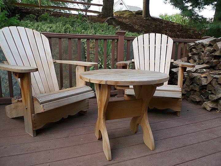ensemble de 2 chaises royale et une table achat vente de chaises adirondack en c dre rouge. Black Bedroom Furniture Sets. Home Design Ideas